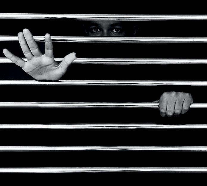 LA SURVEILLANCE  DE LA PRISON ET LE DROIT DE PLAINTE: ENTRE NÉCESSITÉ ET DÉFIANCES